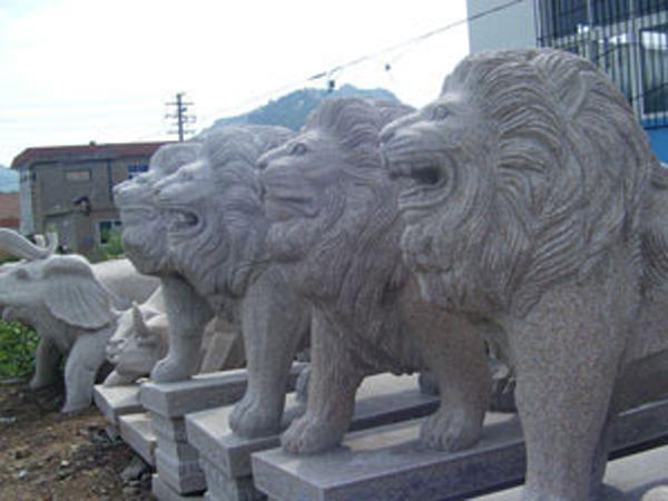 五莲红石狮子